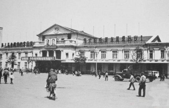 上世纪70年代的长春火车站(资料图片)-长春 之名来源于 长春厅