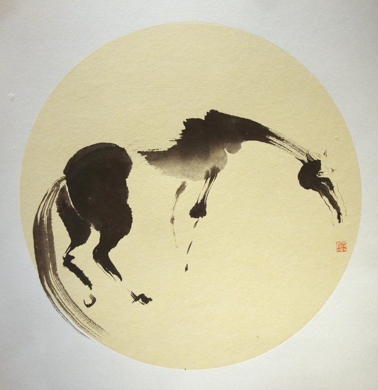 马回头(纸本水墨)    牵良图(纸本设色)    骏骨图(纸本水墨)    铁丝网与马(纸本设色)    醉卧图(纸本设色)    穿越时空(纸本水墨)    马头(纸本设色)   我不是画马的人,我是一个用笔墨、用心养马的人。   小时候,在呼伦贝尔,画的第一幅画就是马群,参加了黑龙江省的少年美术作品展。后来到北京,一直坚持画画到18岁,马开始逐渐消失在我的笔下,我成了一个用汉语码字的人。清代移居北京的蒙古女诗人那逊兰保有一句诗:无梦到鞍马,有意工文章。这应该就是我的写照。   过了知
